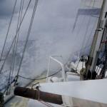 Wir segeln am Wind und unser Schiff wird ordentlich durch die Mangel genommen.