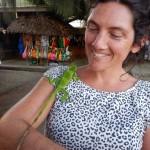 Gui findet einen zahmen Iguana in Port Vila