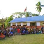 Die Dorfschule wurde beschenkt mit zwei grossen Tueten Material aus dem Bauch der Suvarov