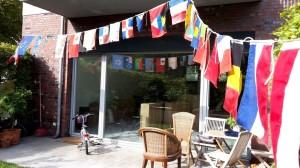 Flaggenparade im Garten